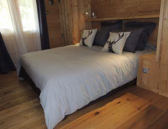 Chambre 1, rez-de-chaussée, un lit 1 personnes en 160 cm.