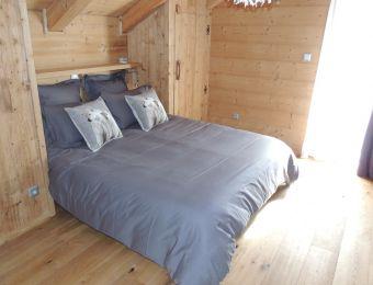 Chambre 3, deuxième étage avec accès sur balcon. 1 lit 2 personnes 160 cm.