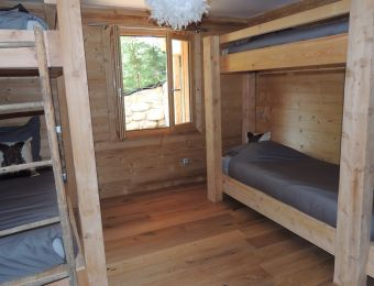 Chambre 2, rez-de-chaussée, 4 lits 1 personne.